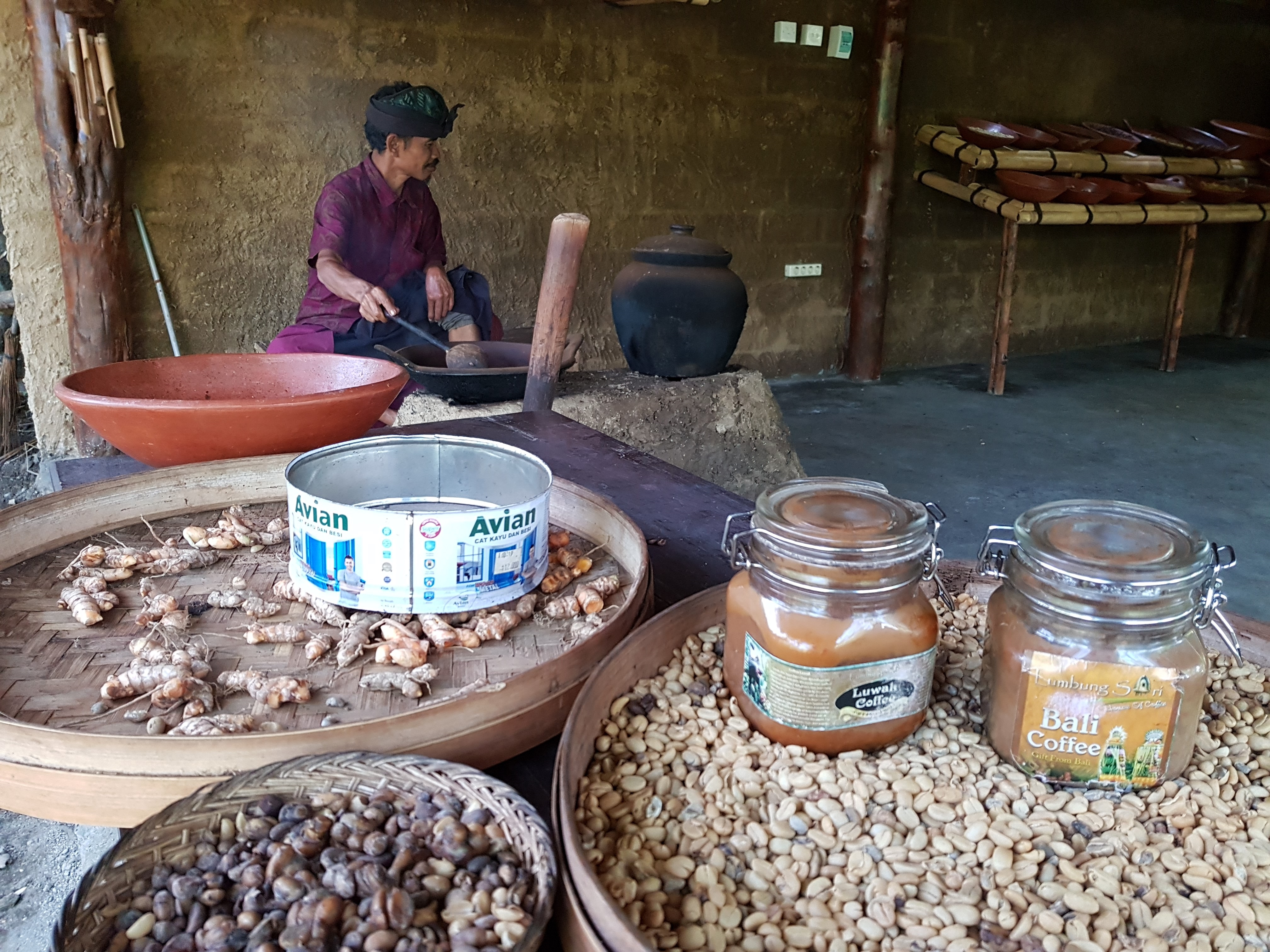 During our tour of the Lumbung Sari House of Coffee. Image: AgriExpo e-Magazine.